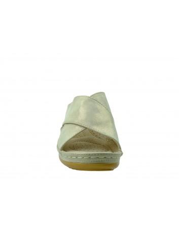 Komfortowy klapek damski na koturnie T.Sokolski, Kolor złoty