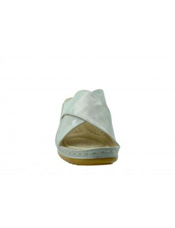 Komfortowy klapek damski na koturnie T.Sokolski, Kolor srebrny