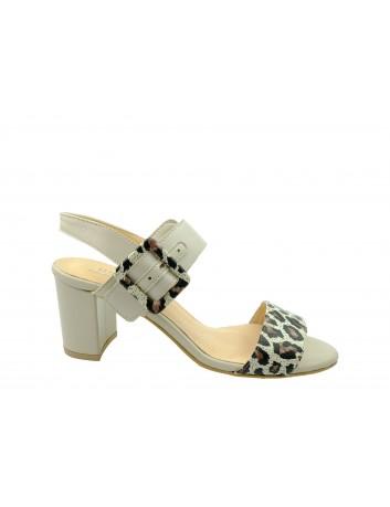 Skórzany sandał damski JUMA 2656,Kolor beżowy