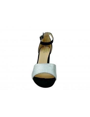 Skórzany sandał damski JUMA 2663,Kolor czarny ze srebrnym